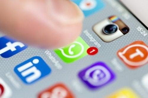 Estudos recentes notaram uma correlação entre o abuso das redes sociais e os comportamentos depressivos.