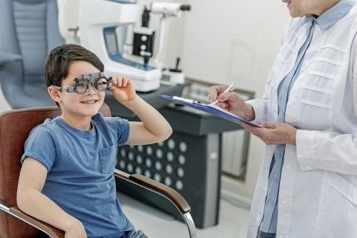 Por que as crianças devem visitar o oftalmologista?