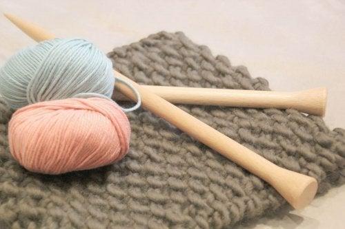Tricotar para relaxar é uma técnica muito eficiente