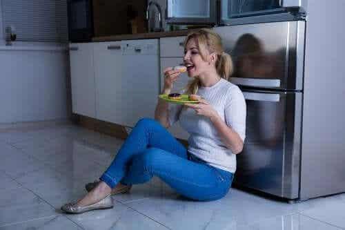 3 gatilhos que nos fazem comer por ansiedade