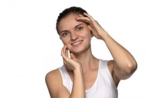 5 exercícios faciais para ter um rosto jovem