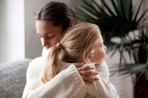 Seu corpo precisa de um abraço diário: conheça os benefícios