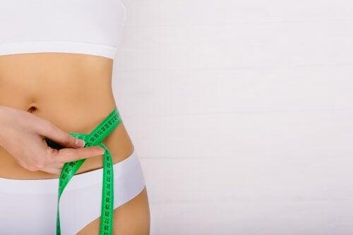 Hábitos e exercícios para afinar a cintura em pouco tempo