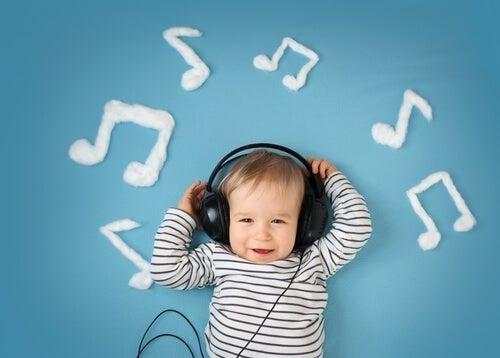Bebê ouvindo música
