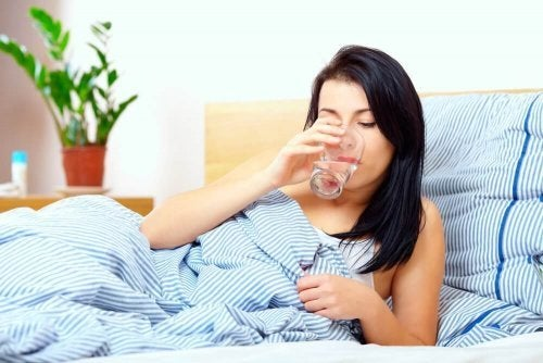 Beba muito líquido para evitar problemas na garganta