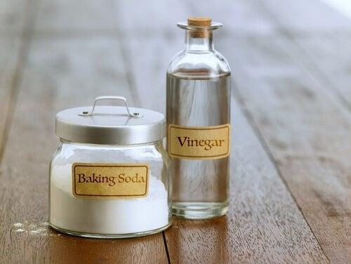 vinagre e bicarbonato para a limpeza da cozinha