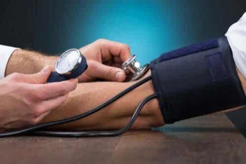 Como controlar a hipertensão com dieta?