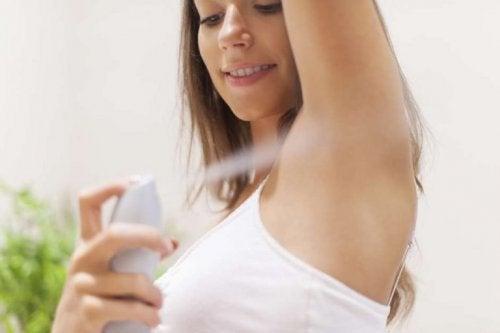 Desodorante adequado para evitar maus odores