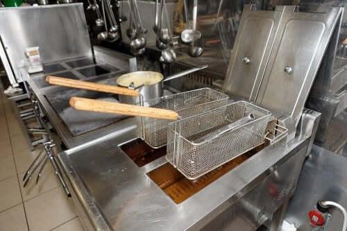 4 soluções para simplificar a limpeza da sua fritadeira