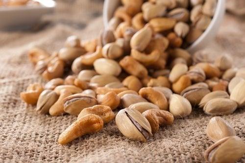 Os frutos secos possuem gorduras saudáveis