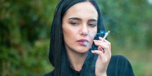 Fumar gera rugas precoces