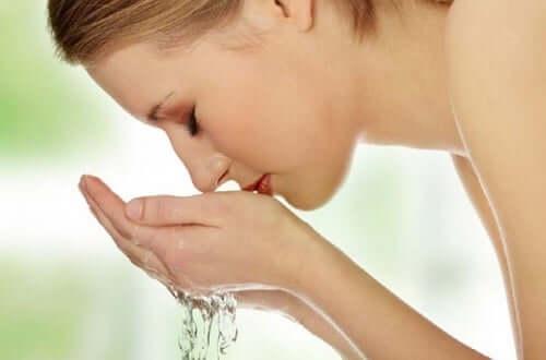 Lave o rosto para mantê-lo belo
