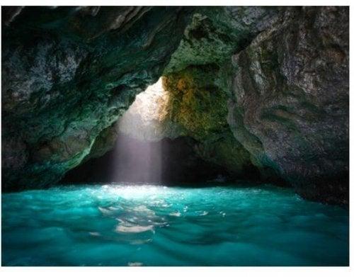 Cachoeira na caverna