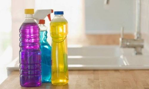 Manter os produtos de limpeza fora do alcance das crianças
