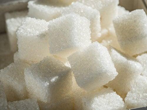 A maioria das pessoas consome mais açúcar do que o recomendado pela Organização Mundial da Saúde.