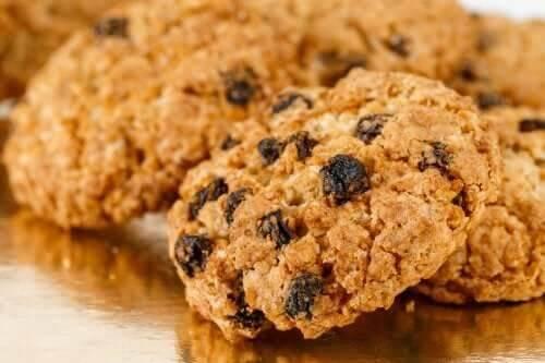 Aprenda a preparar biscoitos saudáveis com aveia e passas