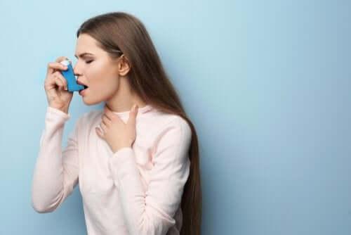 Moça com asma