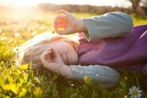 Brincar na natureza ajuda a construir uma boa autoestima