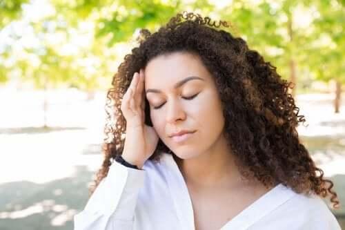 Como aliviar a dor de cabeça no verão