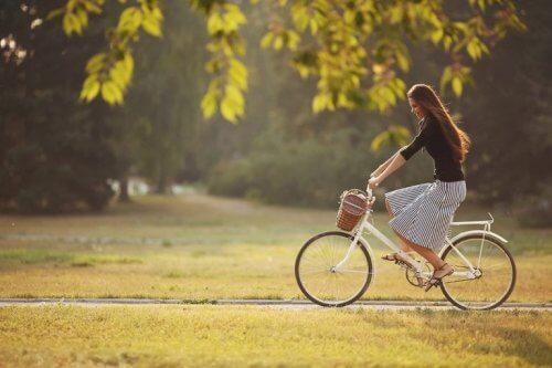 Andar de bicicleta ajuda a reduzir a gordura nas pernas