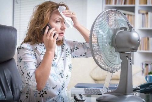 Mulher no ventilador