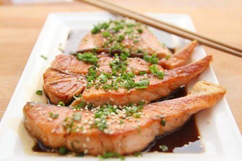 Peixe salmão contém vitaminas do complexo B