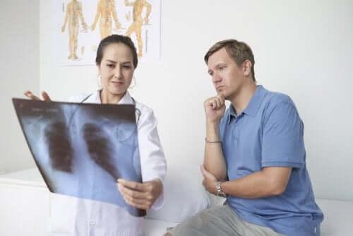 Pleurite: sintomas, causas e tratamento