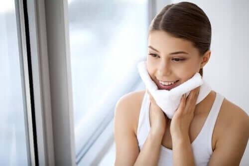10 razões para remover a maquiagem todas as noites