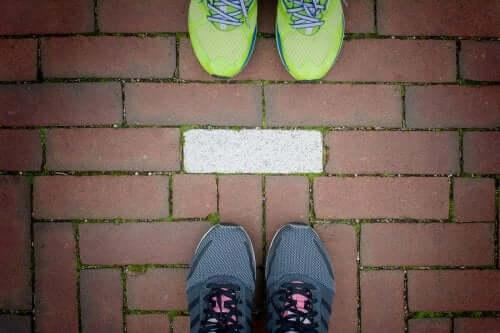 6 exercícios em casal que podem ser feitos ao ar livre