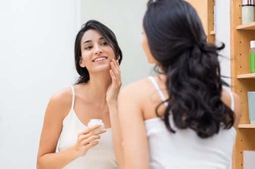 Prepare a pele para uma maquiagem com efeito natural