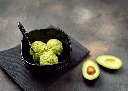 Como preparar um molho cremoso de abacate