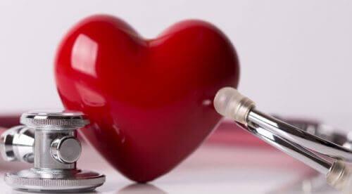 Coração com estetoscópio
