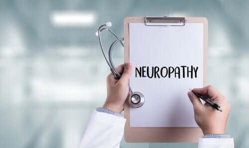 A neuropatia aparece devido ao dano dos altos níveis de glicose nas células nervosas