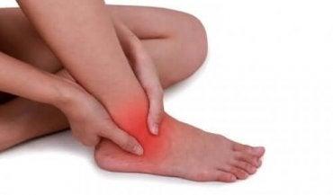 Remédios naturais para aliviar uma entorse de tornozelo