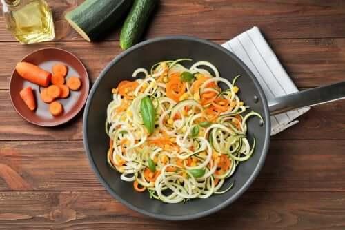 Espaguete com abobrinha e cenoura. Delicioso!