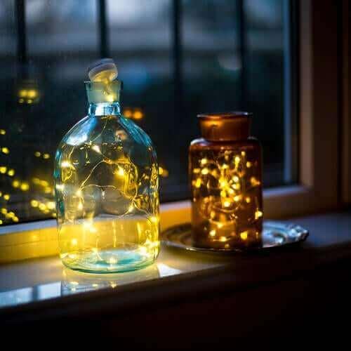Frascos com luzes como luminárias para decoração de exteriores