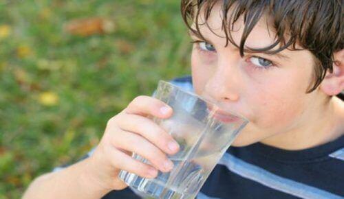 Beber muita água é importante