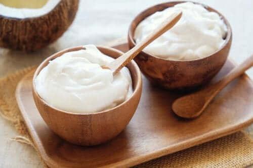 O iogurte grego é um probiotico que pode ajudar a restaurar a microbiota vaginal.