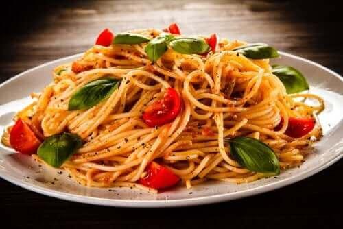 Espaguete com molho de vegetais