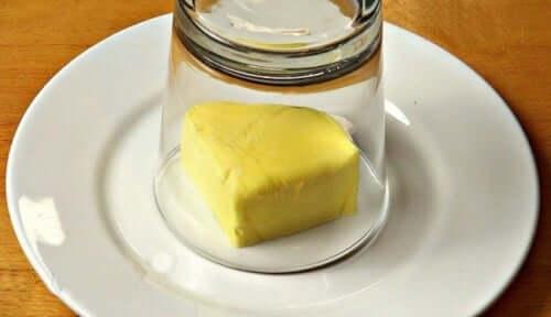 Deliciosa manteiga de alho para temperar seus pratos