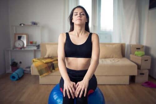 Mulher praticando a respiração