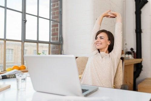Alongue os músculos no trabalho