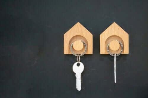 Ganchos com chaves em forma de casa