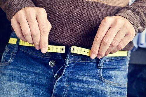 Sobrepeso é um dos 7 inimigos da saúde da pele que costuma ignorar