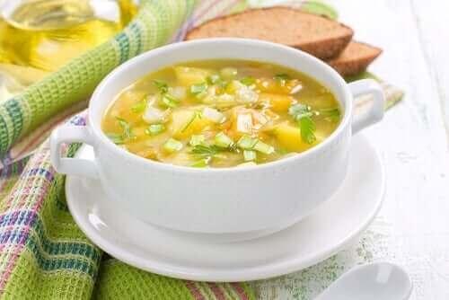 As sopas mais tradicionais podem ser preparadas com sobras de outros alimentos.