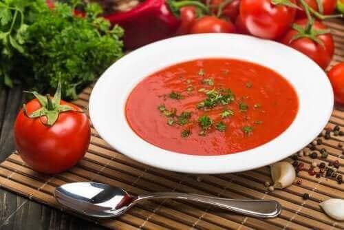Sopa fria xe tomate