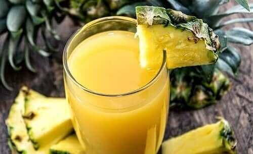 Se você quiser um toque mais tropical, opte pelas bebidas de verão com mamão e abacaxi
