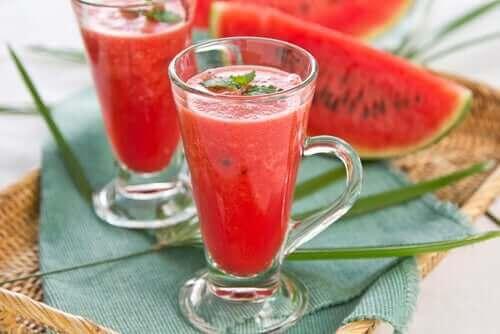 Bebidas de verão com melancia