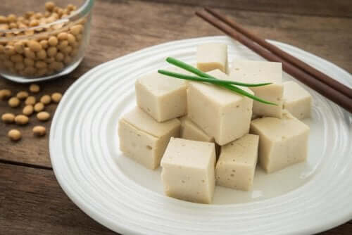 Existem vários tipos de queijos veganos