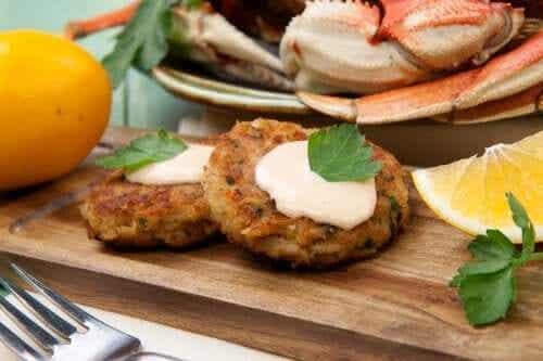 Bolinho de caranguejo: 2 receitas que você vai adorar